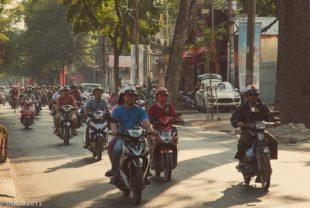 Moto dans les rues d'Hanoi