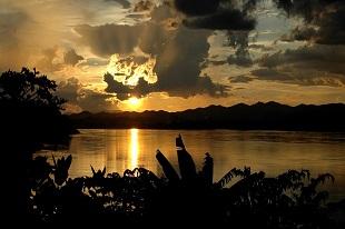 Coucher de soleil sur le Mékong durant notre voyage au Vietnam Au fil du Mékong