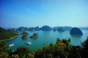 Baie d'halong au Vietnam durant notre circuit de 7 jours