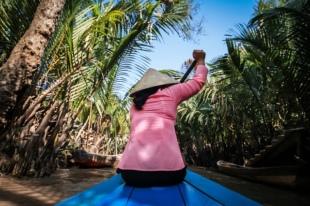 Femme pecheur au Vietnam durant notre circuit de 10 jours