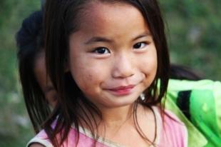 Jeune fille vietnamienne durant notre circuit de 12 jours